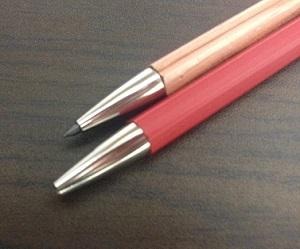 大人の鉛筆先端