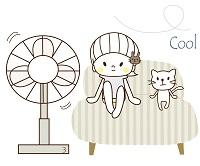 扇風機で涼む人と猫