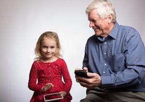 子供と祖父とスマホ