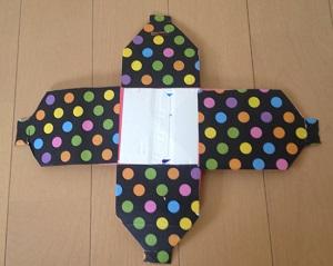 折り紙を貼り付ける