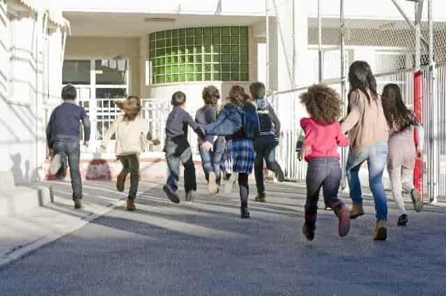 学校,子供-min