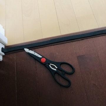ドアの下に防音テープ,貼り方